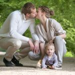 Familiebillede; far, mor og barn